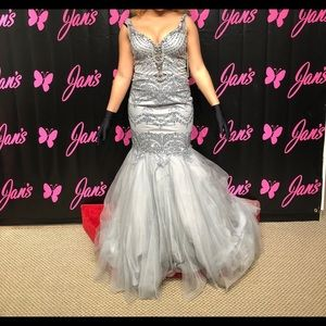 Dresses & Skirts - Grey/silver prom dress